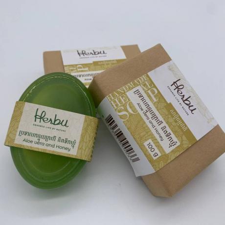 សាប៊ូធម្មជាតិផ្សំពីព្រទាលកន្ទុយក្រពើនិងទឹកឃ្មុំ (ចំណុំ១០០ក្រាម) Aloe Vera and Honey soap