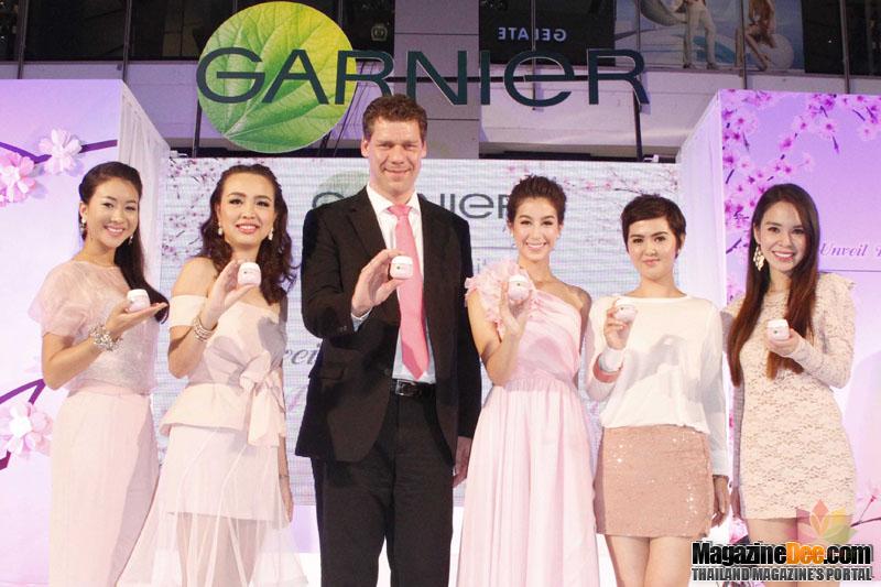 kem dưỡng trắng Garnier Sakura White Serum Day Cream