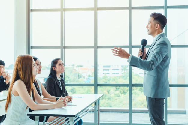 STUDILMU Career Advice - 7 Cara Berbicara Di Depan Umum Agar Tidak Grogi