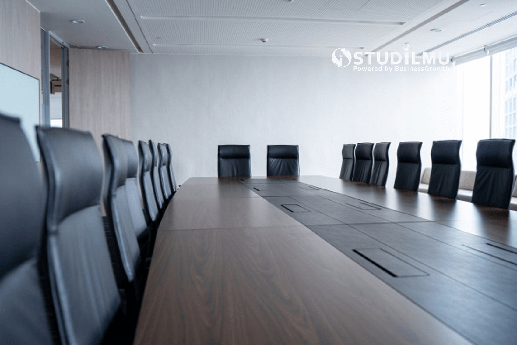 STUDILMU Career Advice - Bagaimana Cara Keluar dari Rapat Kerja yang Tidak Penting?