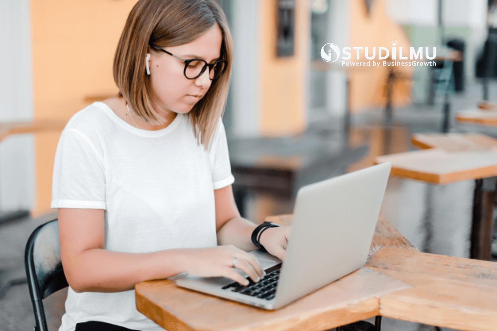 STUDILMU Career Advice - 4 Hal yang Perlu Diketahui Sebelum Menjadi Penulis Freelance