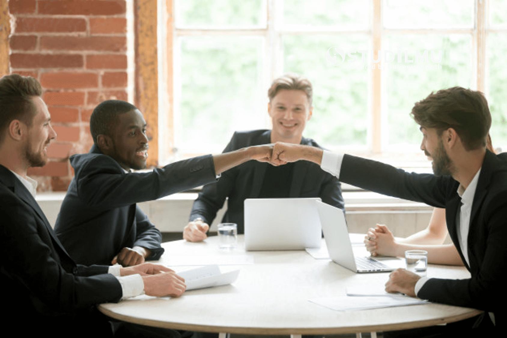 STUDILMU Career Advice - Mengenal Gaya Kepemimpinan dalam Organisasi dan 5 Keutamaannya