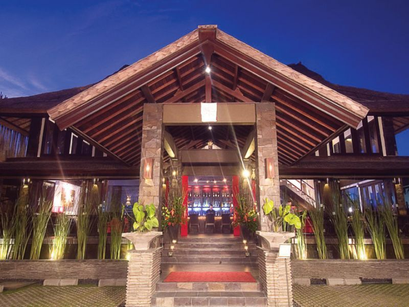 Maya Sayang Restaurant & Bar