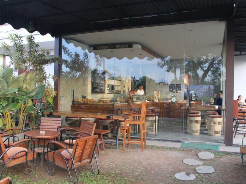 Garden and cafe