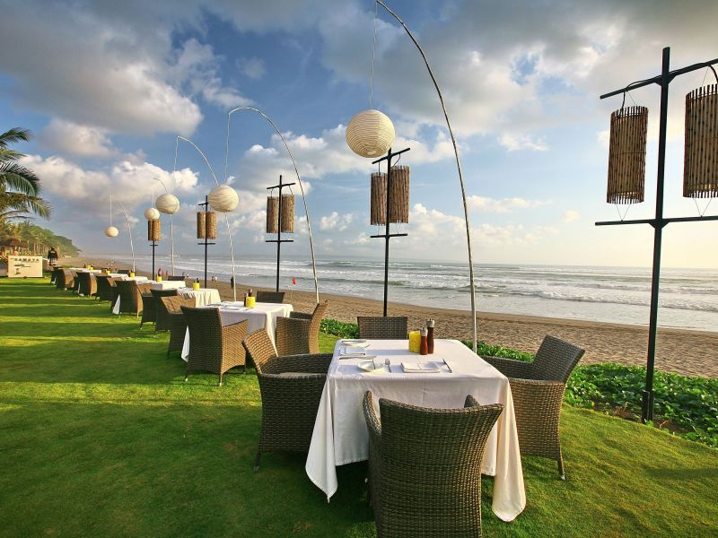Beachfront Dining