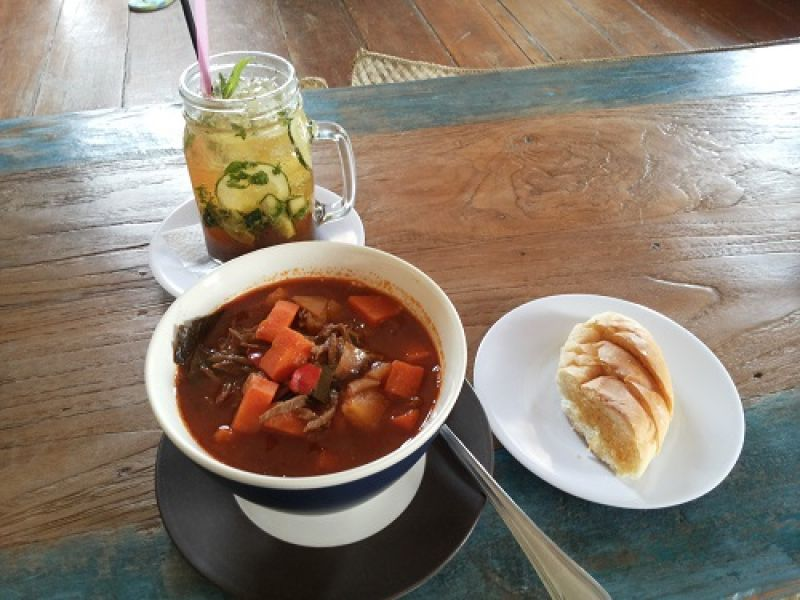 German Goulasch Soup with Garlic Bread