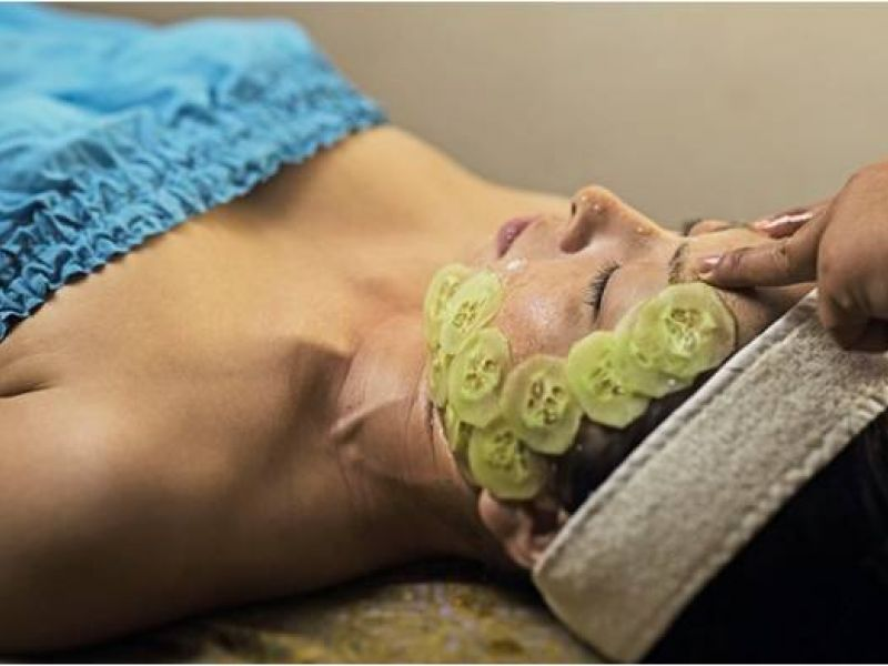 Honey-Cucumber Facial (55 minutes)