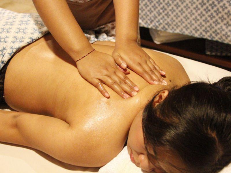 Aroma Essence Massage  (90 min)