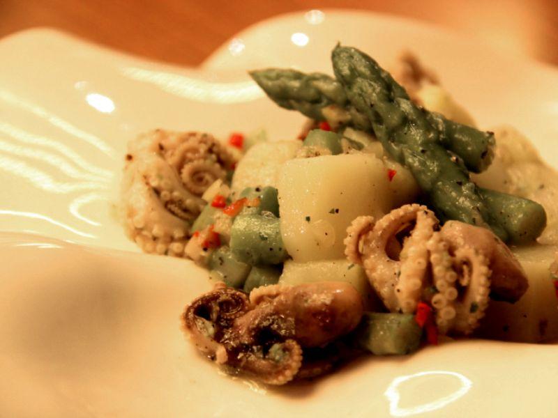Insalata di Polpo con Patate e Asparagi