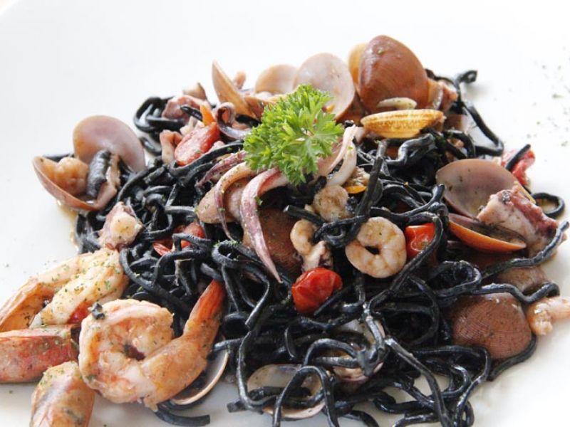 Tagliolini Neri al Seafood