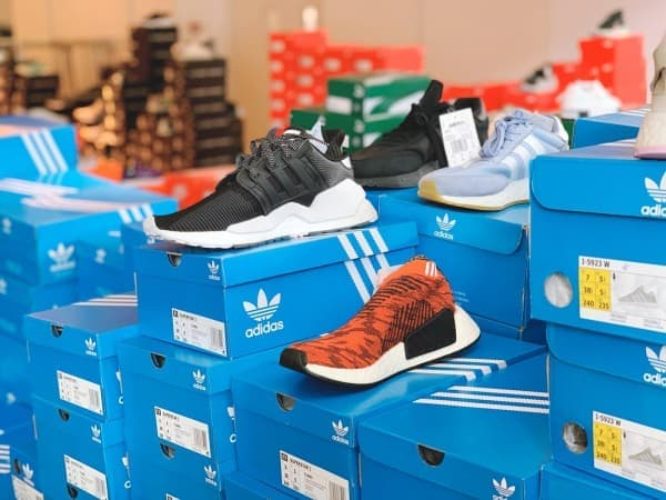 sneakers outlet store