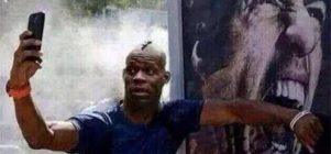 Balotelli digigit Suarez
