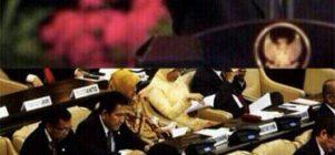 Syahrini diomelin SBY