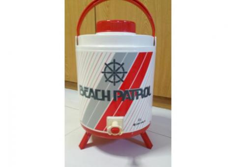 2.11 gallons / 8L Insulated picnic water dispenser w collapsible stand Sell $22