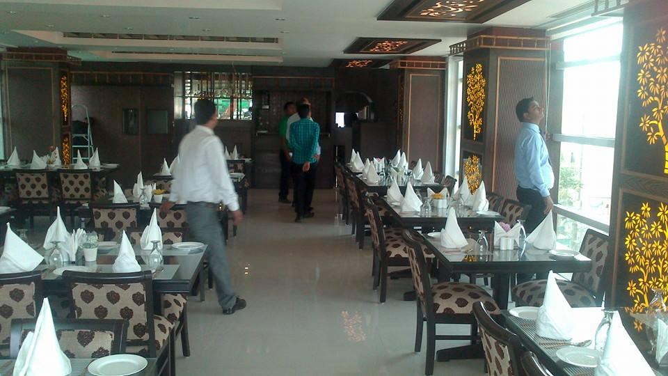 Food deals in Laxman Vihar, Delhi