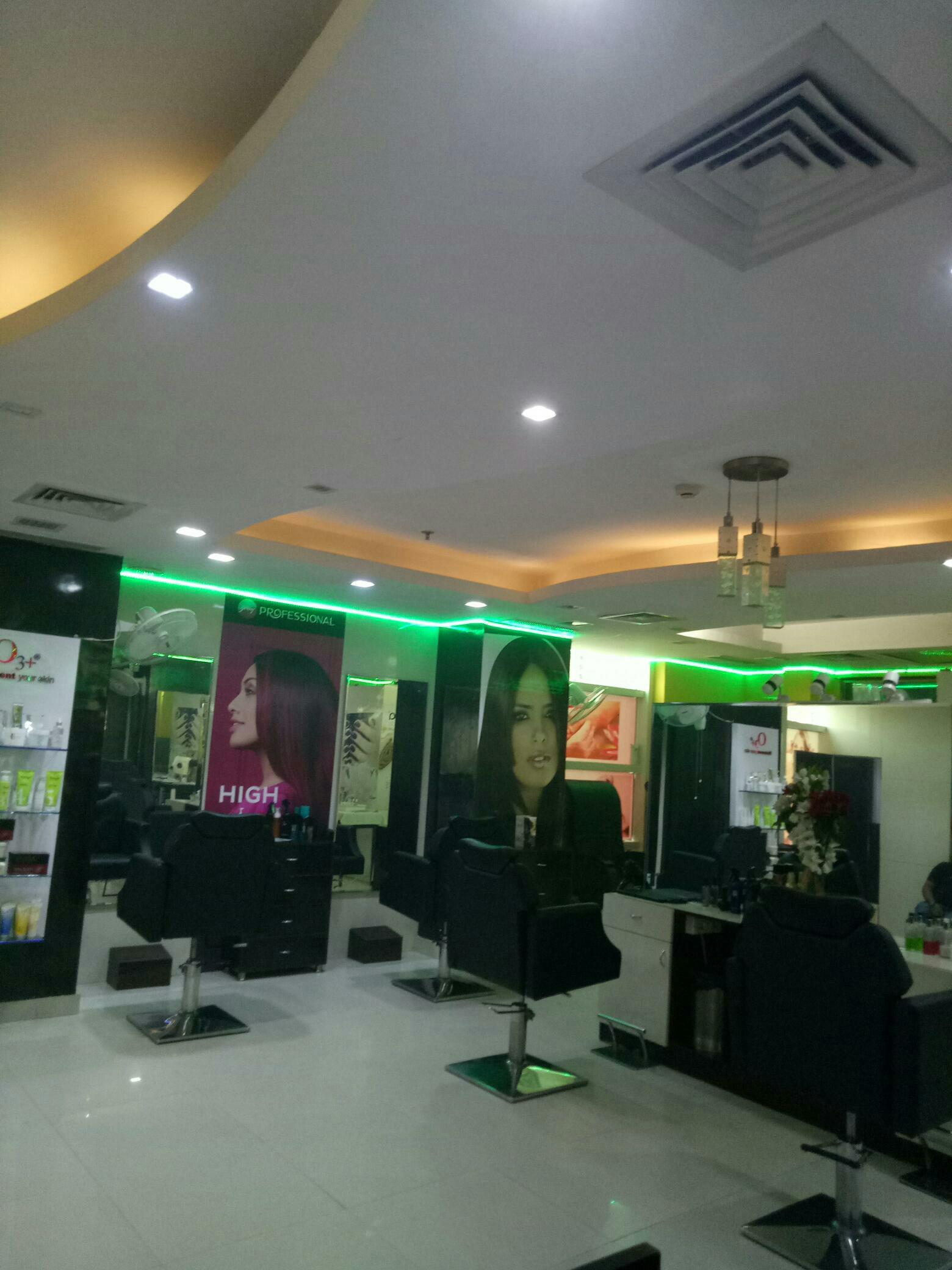 Saloni's Unisex Salon