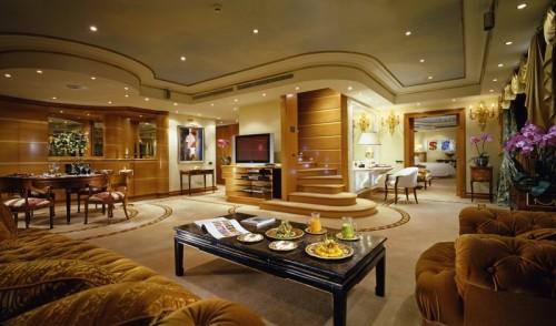 Rome-Cavalieri-Penthouse-suite-stitting-room-1024x604