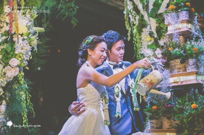 บ่าวสาว,ชุดบ่าวสาว,ชุดเจ้าสาว,ชุดเจ้าบ่าว,รดน้ำต้นไม้,จัดดอกไม้งานแต่ง,ตกแต่งงานแต่ง,รูปงานแต่ง รีวิวงานแต่ง House Party สไตล์อังกฤษ @Renaissance Bangkok Ratchaprasong