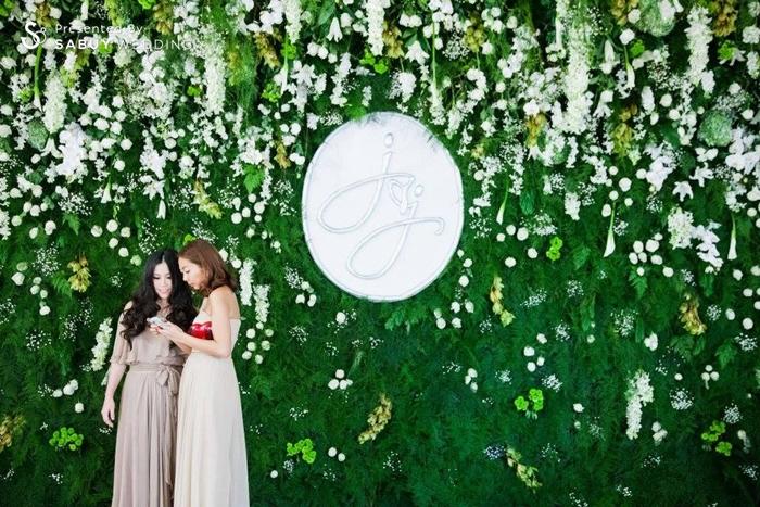 งานแต่งงาน,เพื่อนเจ้าสาว,ตกแต่งงานแต่ง,จัดดอกไม้งานแต่ง,backdrop งานแต่ง,แบคดรอป งานแต่งงานหลากสไตล์ ด้วยดอกไม้สีขาว