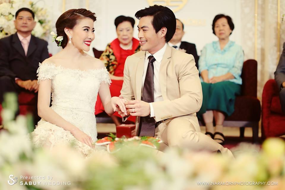 เจ้าบ่าว,เจ้าสาว,งานหมั้น,พิธีหมั้น,พิธีแต่งงาน,พิธีแต่งงานแบบไทย,งานแต่งตอนเช้า ชุดเจ้าสาวอวดไหล่สวย