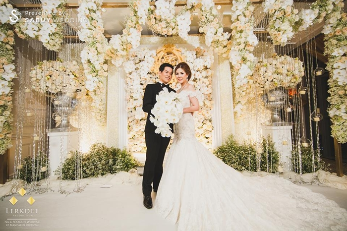 งานแต่งงาน,เจ้าบ่าว,เจ้าสาว,ตกแต่งงานแต่ง,จัดดอกไม้งานแต่ง,backdrop งานแต่ง,แบคดรอป งานแต่งงานหลากสไตล์ ด้วยดอกไม้สีขาว