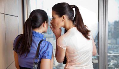 Bí mật bán đắt hàng P2: Nên làm gì khi bạn của khách xúi giục không nên mua?