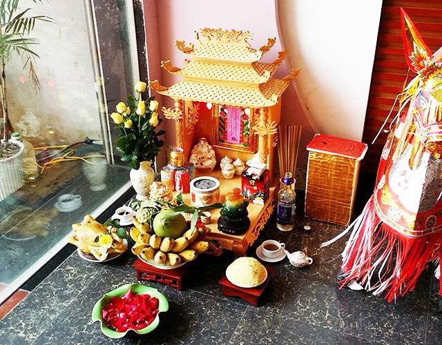 Cách lau dọn bàn thờ Thần tài trong cửa hàng dịp cuối năm