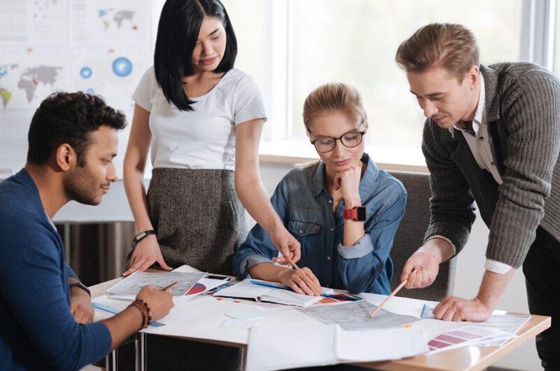 Cân nhắc người thân làm việc trong công ty – Nên hay không?