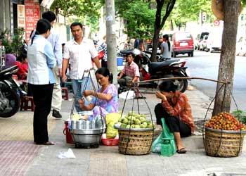 Học hỏi kinh nghiệm bán hàng từ bậc thầy gánh hàng rong đường phố