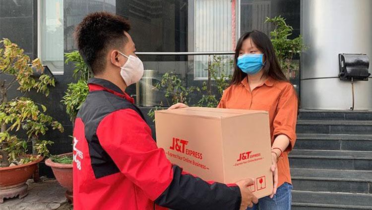 Sapo kết hợp cùng J&T Express: giao hàng nhanh - rẻ - dễ dàng ngay cả trong mùa dịch