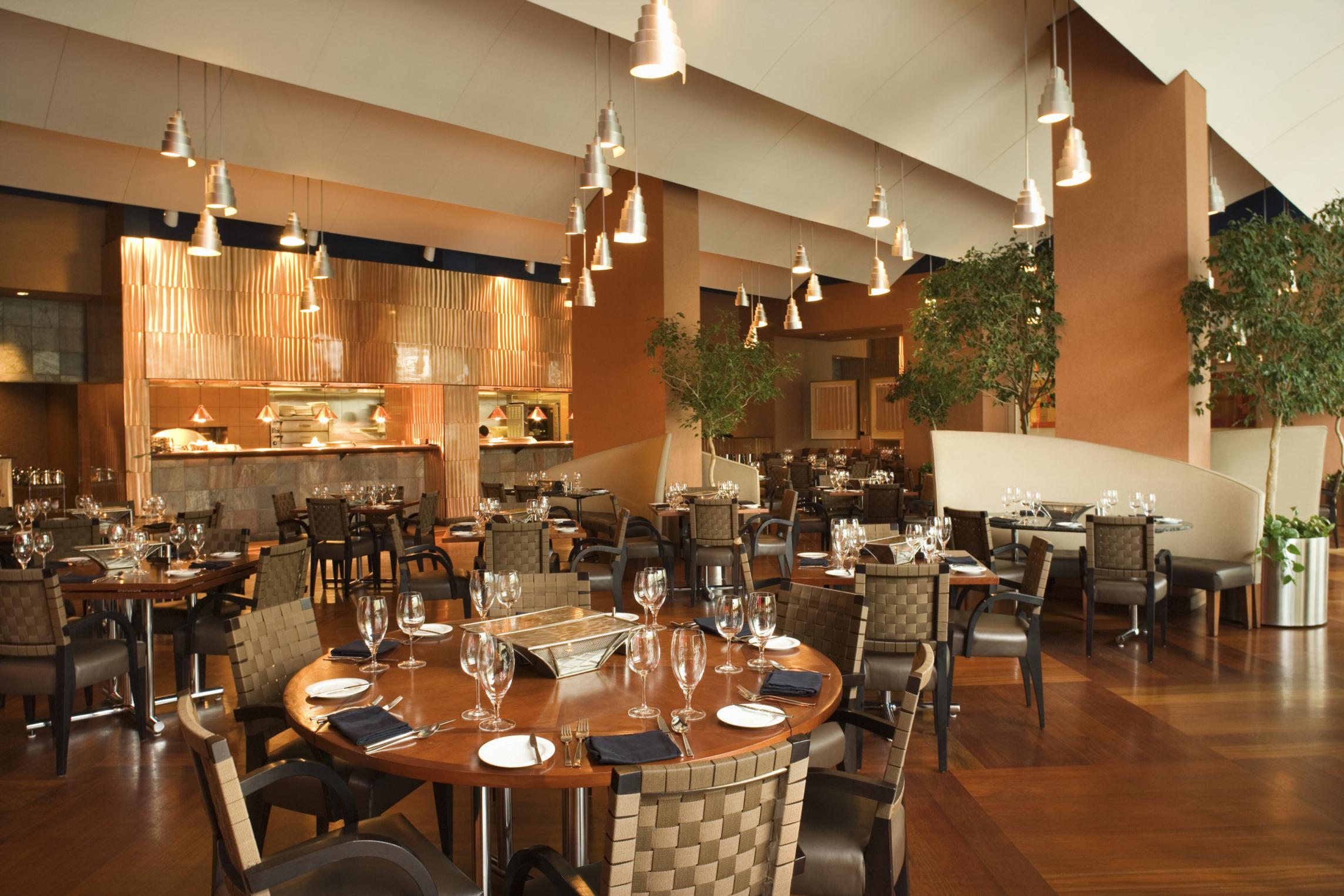 9 Bí quyết kinh doanh nhà hàng đông khách sau dịch COVID-19