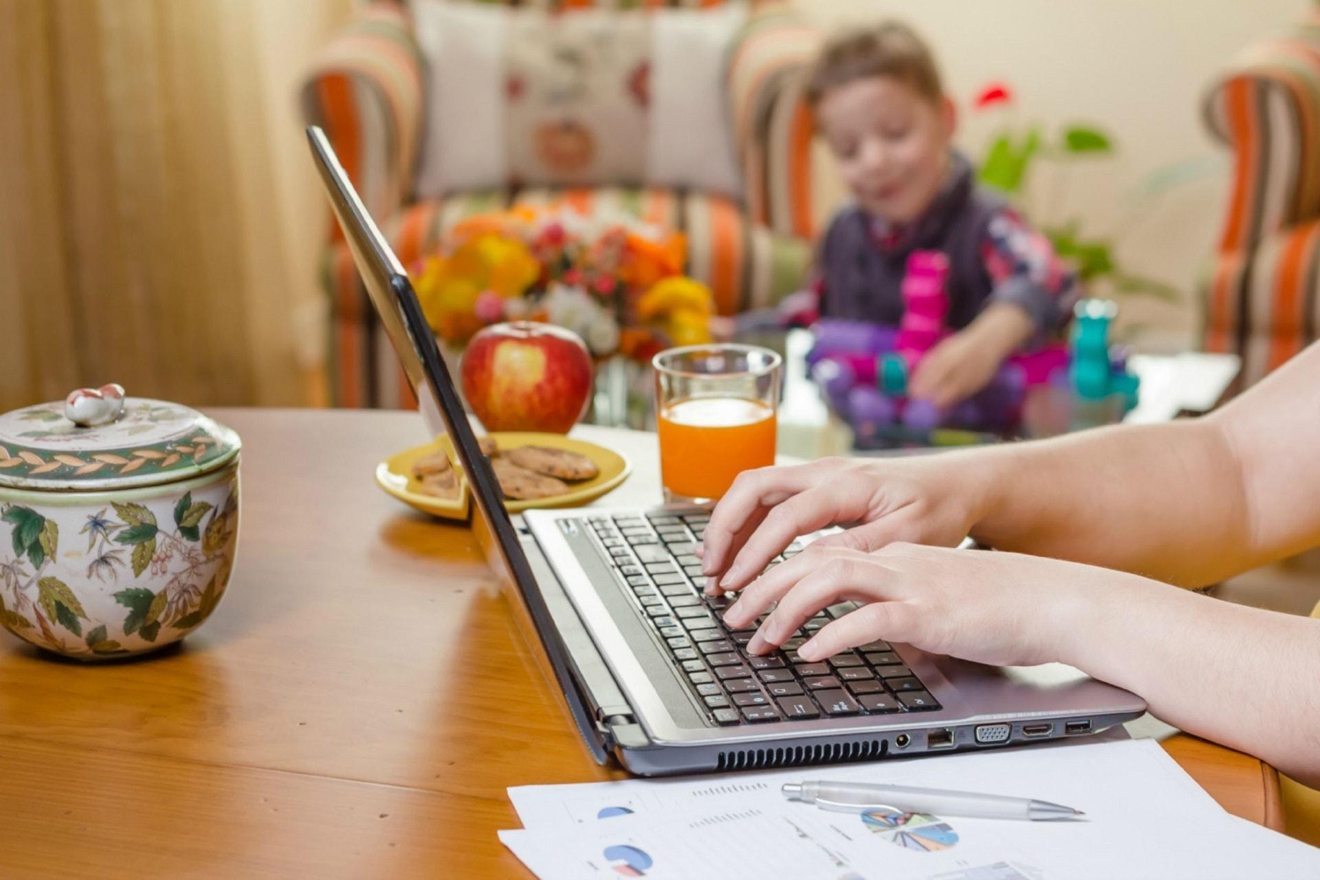 Ngồi một chỗ kiếm trăm triệu mỗi tháng nhờ bán hàng online tại nhà