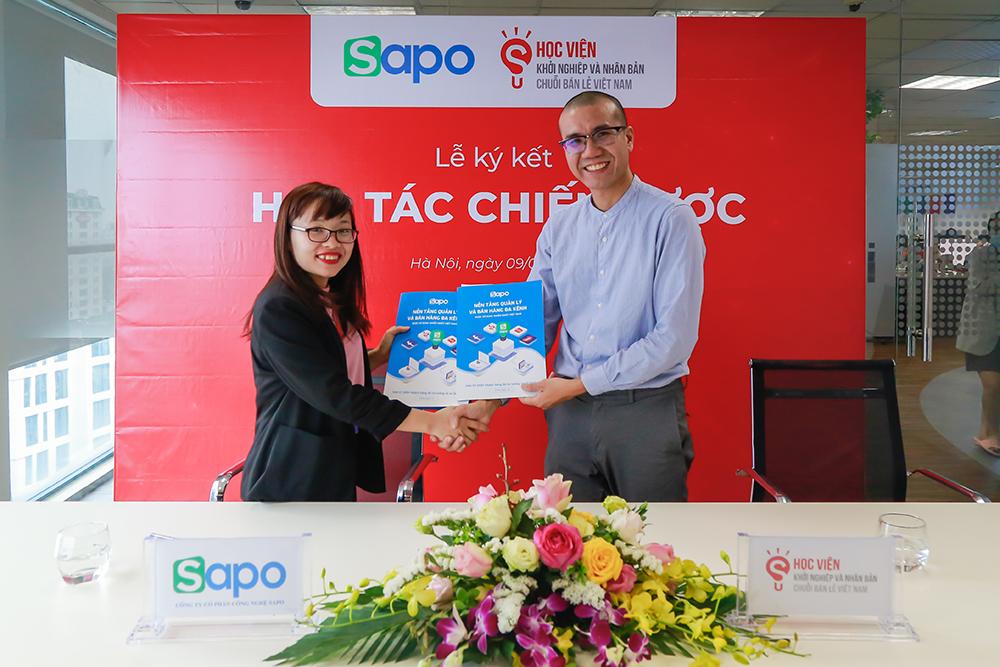Lễ ký kết Hợp tác chiến lược Sapo & Học viện Khởi nghiệp và Nhân bản chuỗi bán lẻ Việt Nam