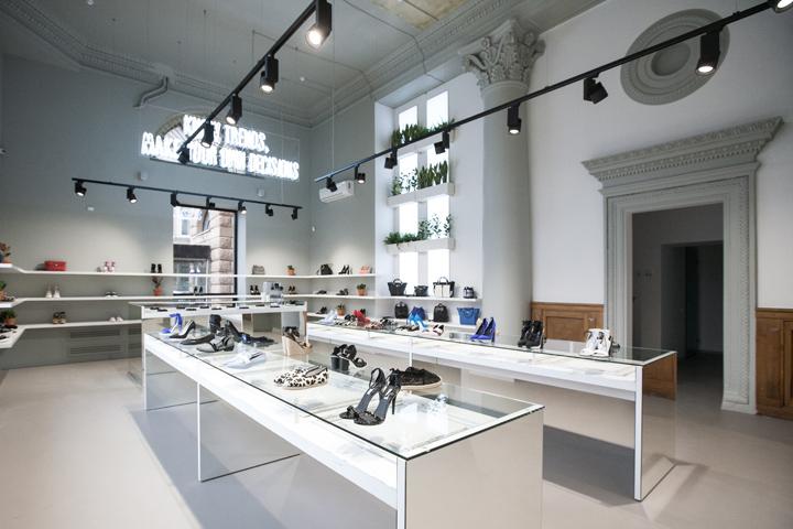 Mẹo trang trí cửa hàng giày vừa đẹp, vừa rẻ