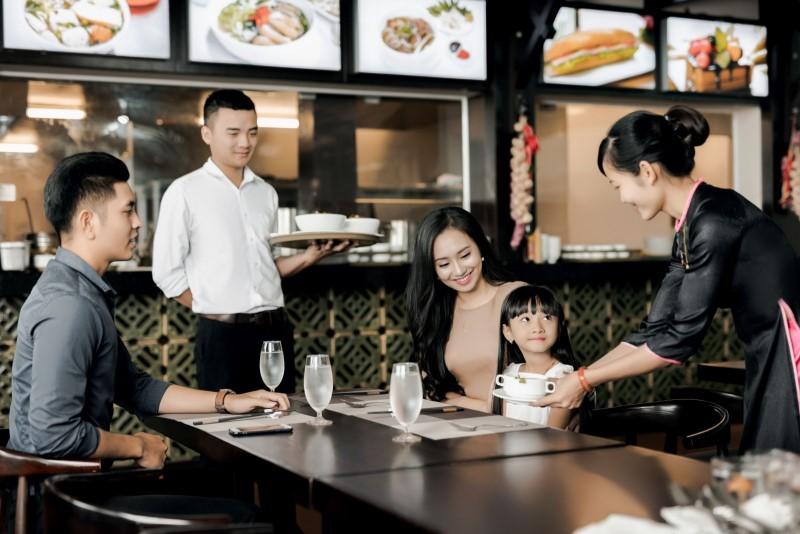 Kinh nghiệm đảm bảo chất lượng dịch vụ khi nhà hàng đông khách