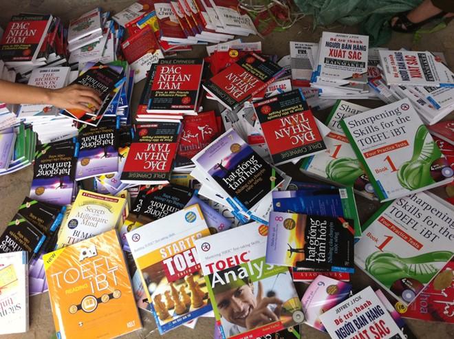 Sự quyến rũ chết người của sách lậu khi kinh doanh sách