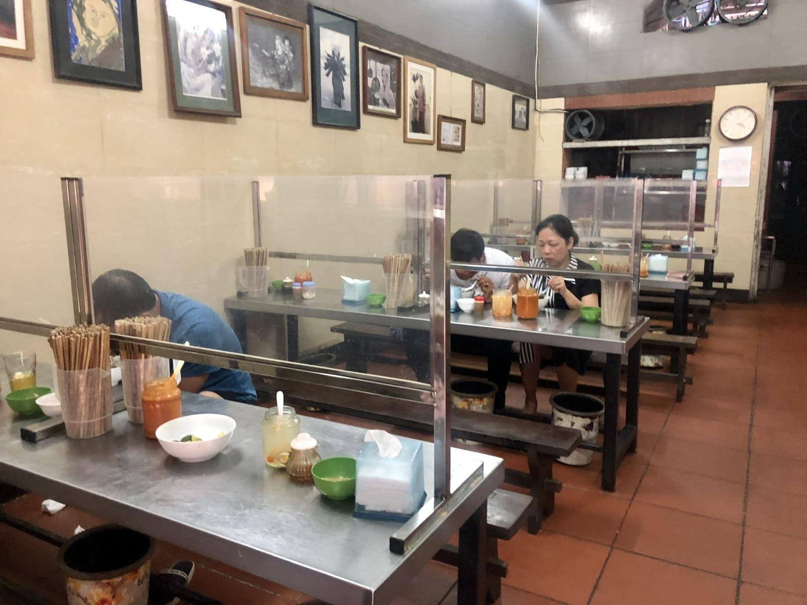 tấm chắn phòng dịch nhà hàng