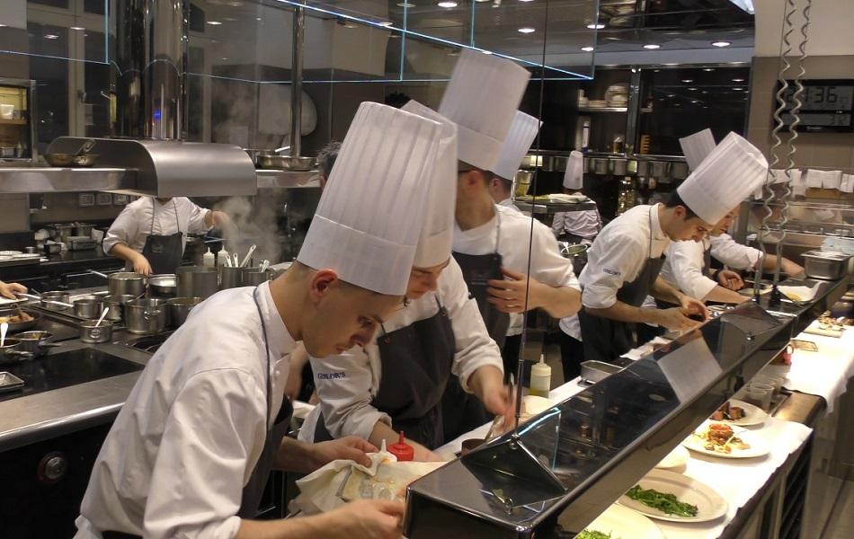 mô hình bếp trung tâm giúp giảm chi phí thuê mặt bằng mùa dịch