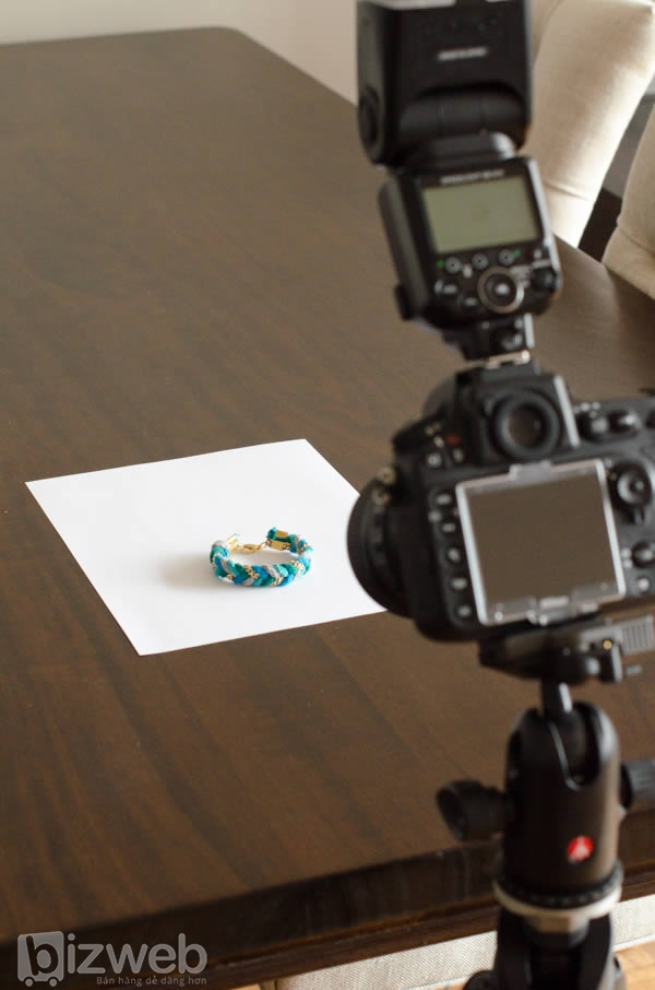 Bố trí để chụp ảnh sản phẩm một cách đơn giản nhưng không kém phần chuyên nghiệp