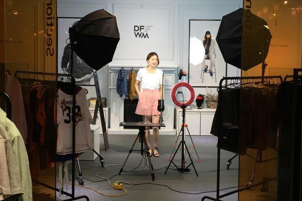 cách live stream bán quần áo