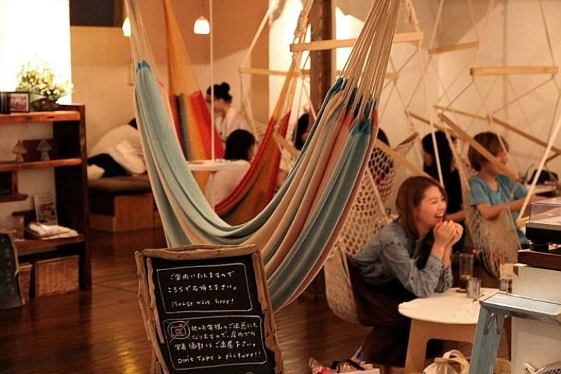 mô hình quán cafe võng là nơi bạn bè có thể trò chuyện