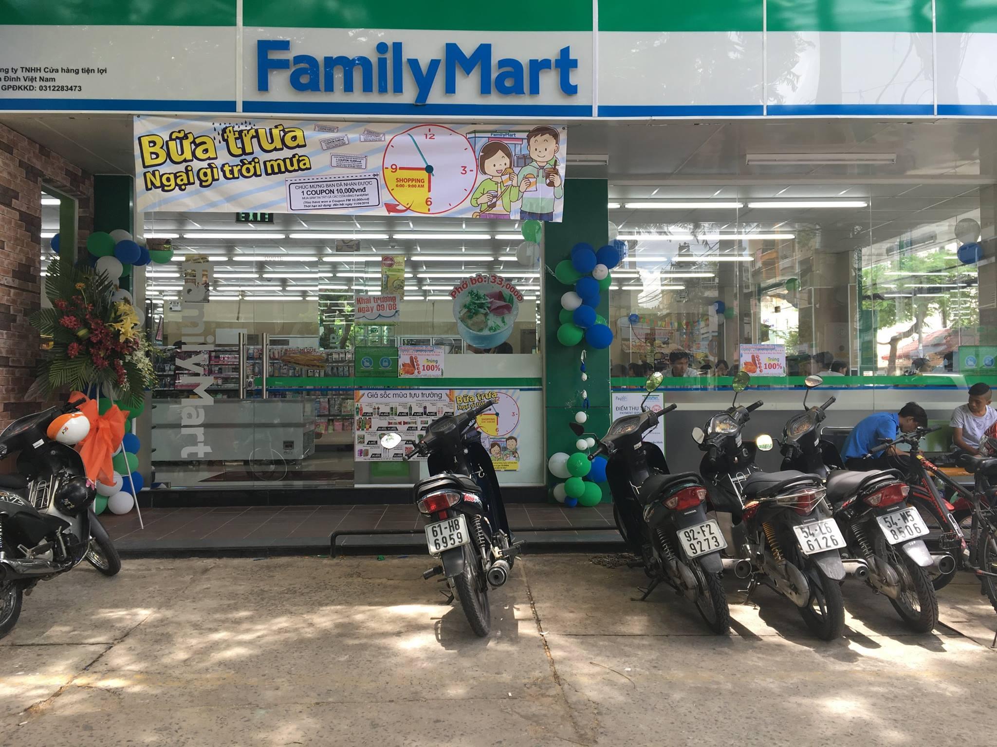 cửa hàng familymart