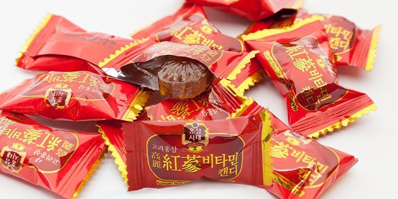 Kẹo sâm Hàn Quốc và các mặt hàng bánh kẹo nhập khẩu từ Hàn Quốc rất được khách yêu thích