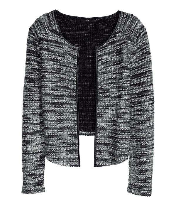 chiếc áo khoác Boucle Cardigan có giá gốc là hơn 1 triệu đồng nhưng vào những đợt giảm giá chỉ còn 210.000 đồng)