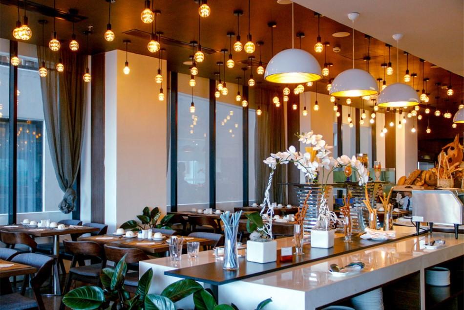 nhà hàng có diện tích lớn và dễ cải tạo