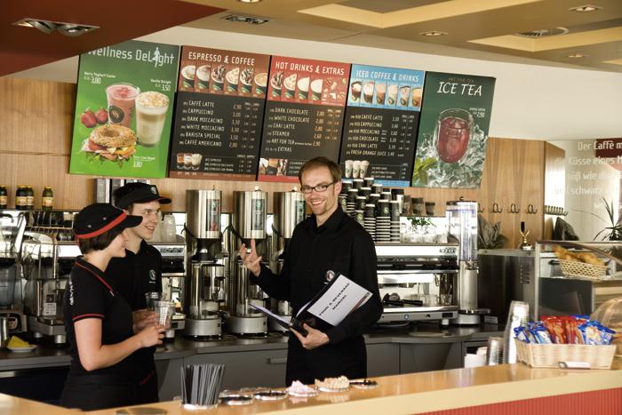 nhân viên quản lý quán cafe