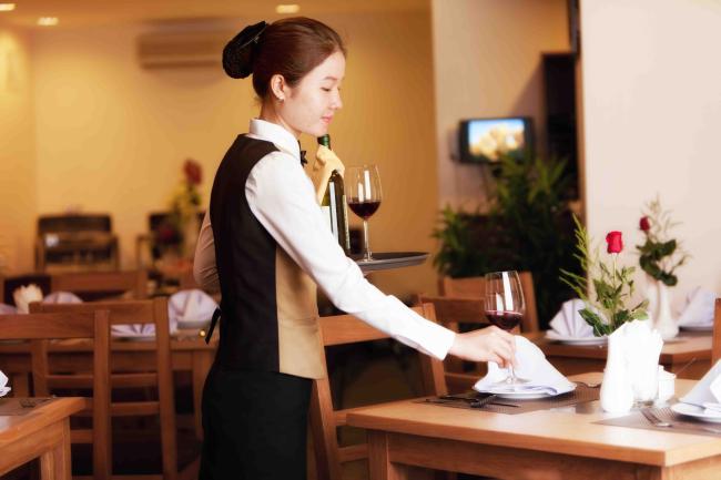 bước chuẩn bị trong quy trình phục vụ nhà hàng