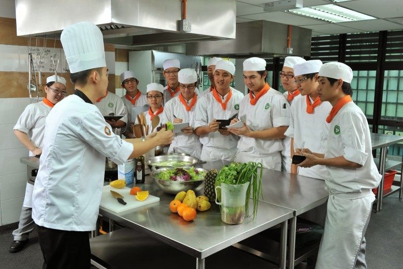 Đào tạo nhân viên để có cách quản lý bếp nhà hàng hiệu quả