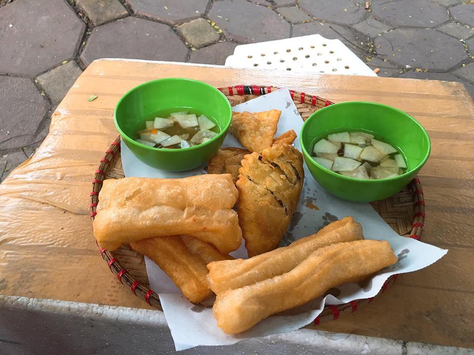 bán đồ ăn vặt cho học sinh với quẩy nóng