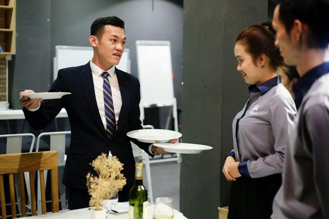 cách thu hút khách hàng đến nhà hàng bằng đào tạo